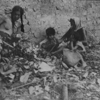 starving armenian deportee children in desert 1915
